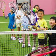 テニスは初めてでも楽しめるスポーツです!