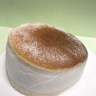 人気のチーズケーキを丸ごと使いました!チーズケーキのマリトっツォ